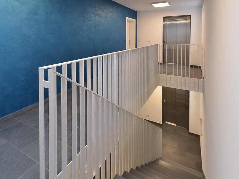 Burgkstraße 1 in Dresden – Treppenhaus und Fahrstühle