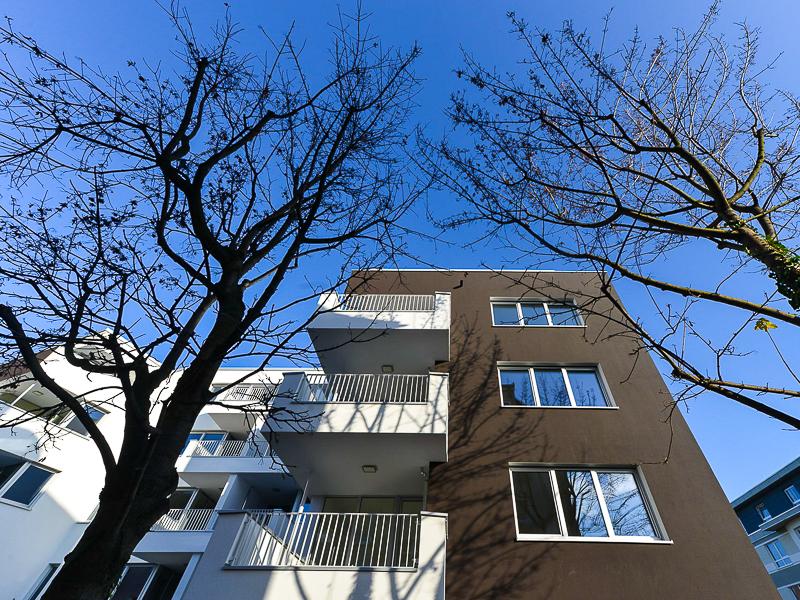 Burgkstraße 1 in Dresden – Blick auf eine Hausseite mit Balkons