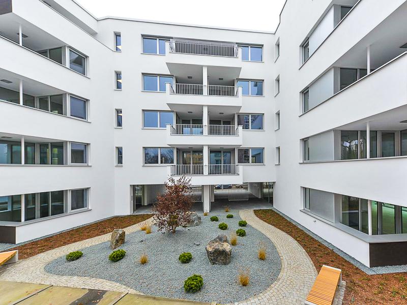 Burgkstraße 1 in Dresden – künstlerischer Steingarten