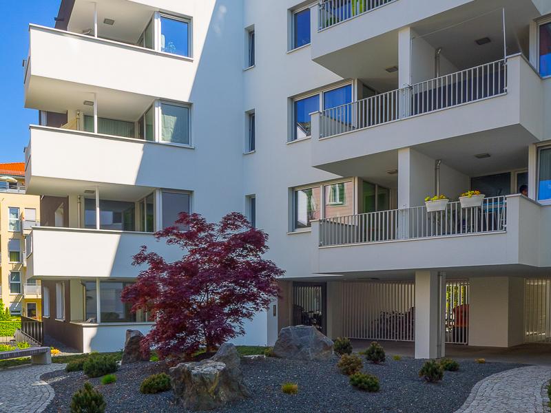 Burgkstraße 1 in Dresden – Ansicht des Gartens und der Fassade