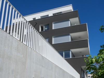 Chausseehausstraße 1 in Dresden – Blick vom Gehweg zu den Balkons