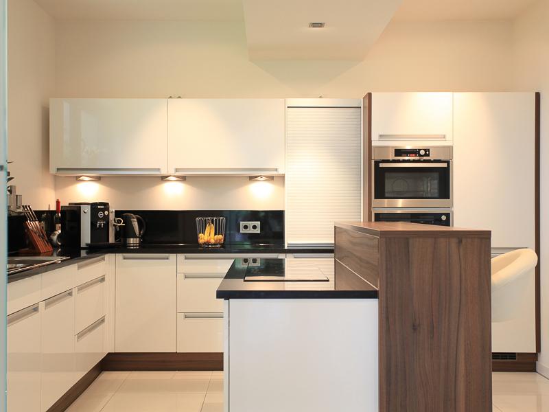 Energetischer Neubau in Dresden – Küche mit Kochinsel