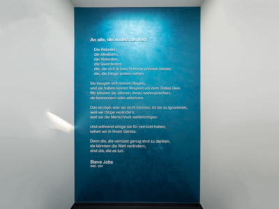 Gret-Palucca-Straße 7 Dresden – Rede von Steve Jobs auf einer Gedenktafel